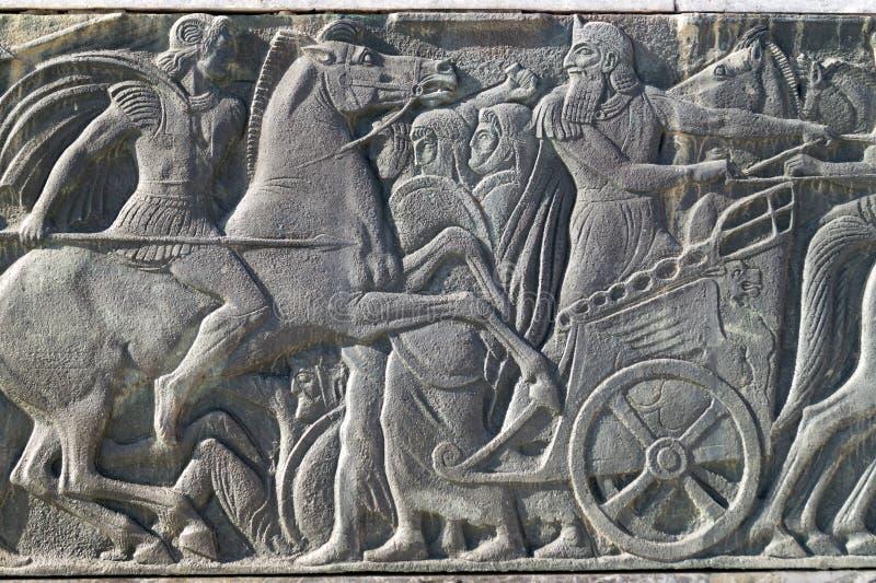 Grekisk forntida likadan platta på den stora Alexander monumentet, Grekland arkivbilder