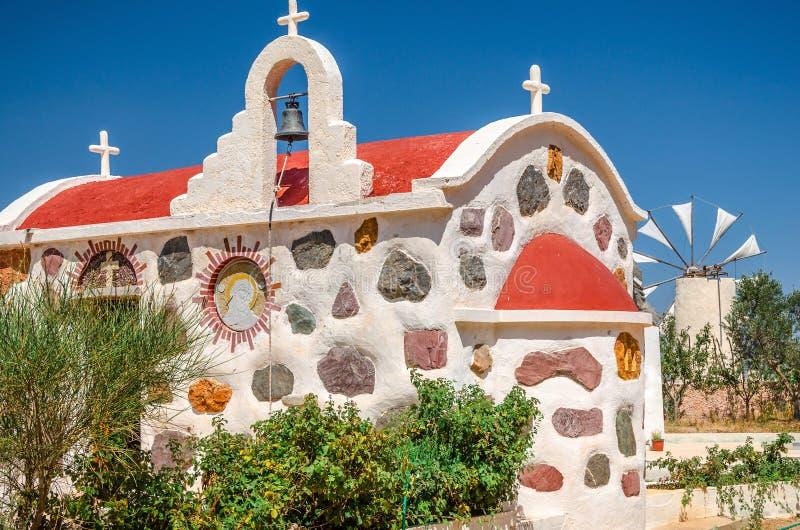 Grekisk kyrka på den Lassithi platån i Kreta royaltyfri bild