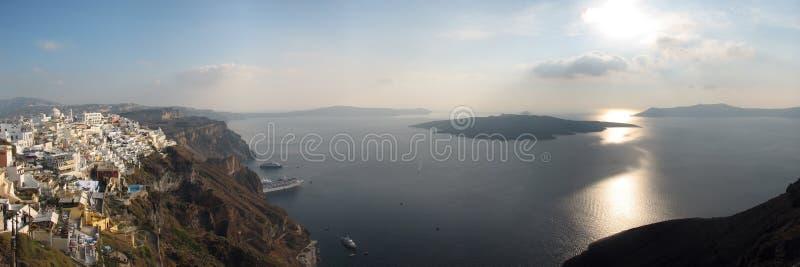grekisk santorinisolnedgång för caldera arkivfoto