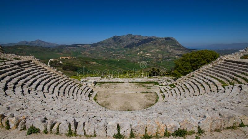 Grekisk teater i Segesta arkivbilder