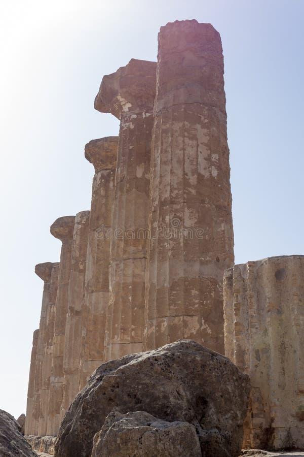 Grekisk tempel av Heracles i Agrigento - Sicilien, Italien royaltyfri foto