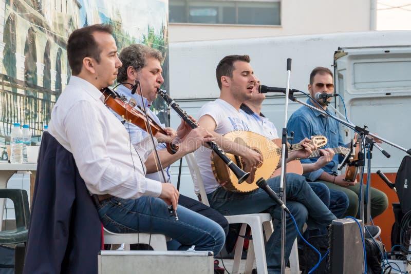 Grekiska folkloremusiker arkivbilder