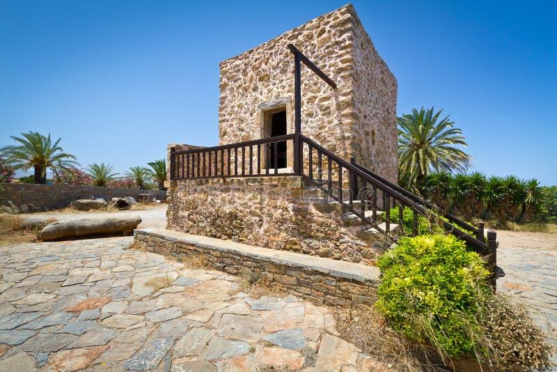 Grekiskt hus i byn av den Lasithi platån arkivbild