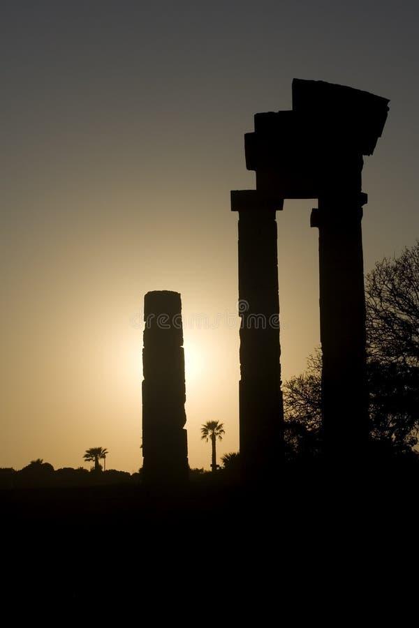 grekiskt solnedgångtempel royaltyfria bilder