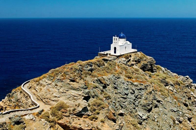 Grekkyrka på den Sifnos ön royaltyfri fotografi