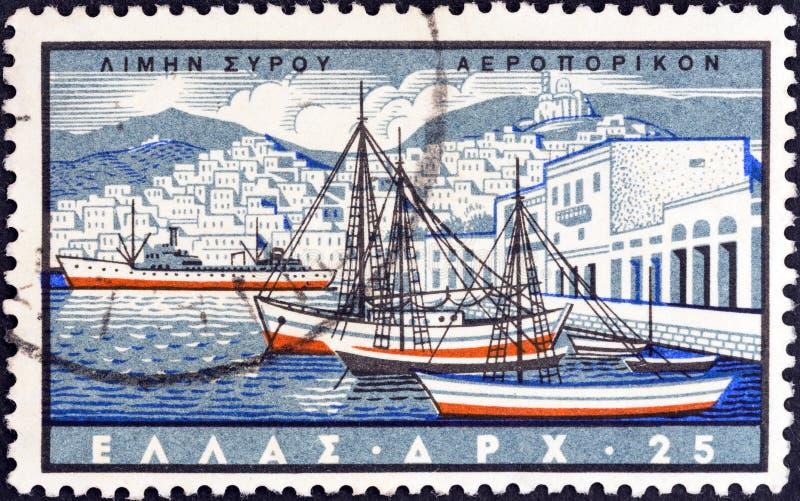 GREKLAND - CIRCA 1958: En stämpel som skrivs ut i Grekland shower Ermoupoli, Syros ö, circa 1958 royaltyfria bilder