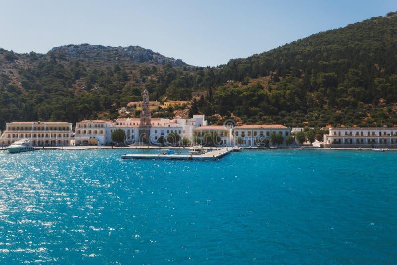 Grekland Panormitis Kloster och promenaden royaltyfria foton