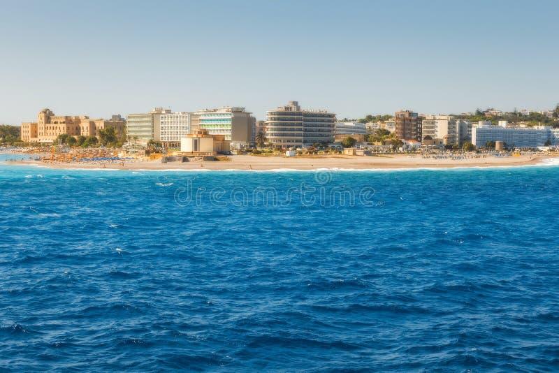Grekland Rhodes - Juli 16: Östlig punkt av ön och strandgränden på Juli 16, 2014 i Rhodes, Grekland royaltyfria bilder