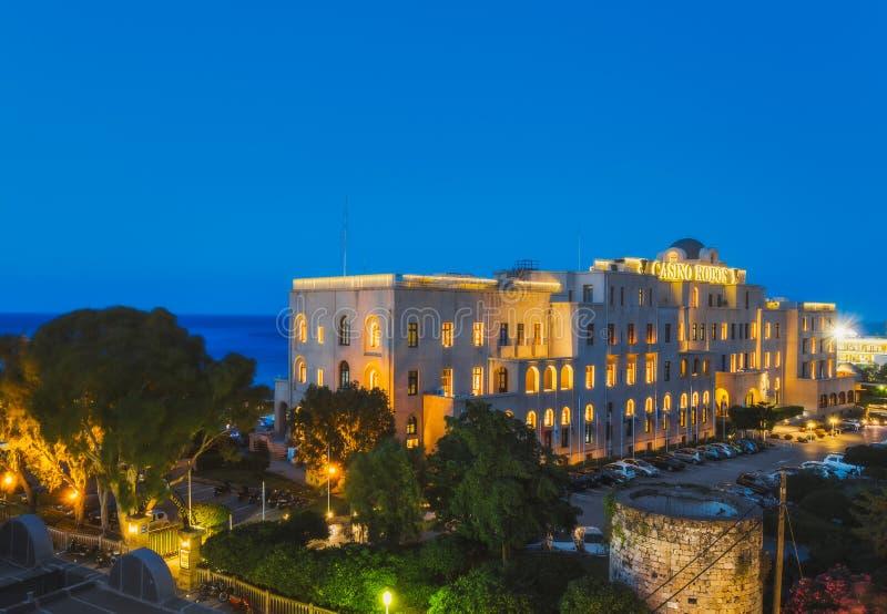 Grekland Rhodes - Juli 16: KasinoRodos afton på Juli 16, 2014 i Rhodes, Grekland arkivfoto