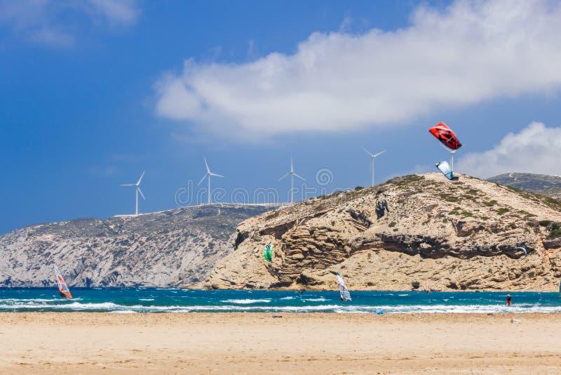 Grekland, Rhodes - Juli 17 Kiters och surfare i golfen av Prasonisi på Juli 17, 2014 i Rhodes, Grekland arkivbild