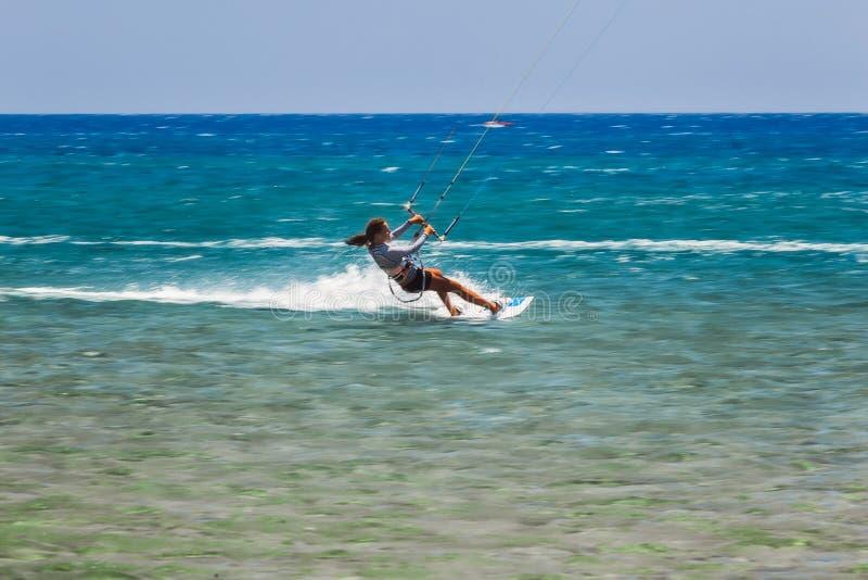 Grekland Rhodes - Juli 17 strandPrasonisi kitesurfer på Juli 17, 2014 i Rhodes, Grekland fotografering för bildbyråer
