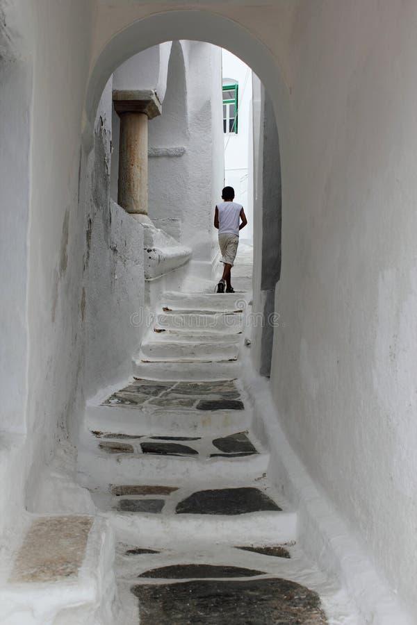 Grekland Sifnos ö, smal gata i den Kastro byn arkivfoton