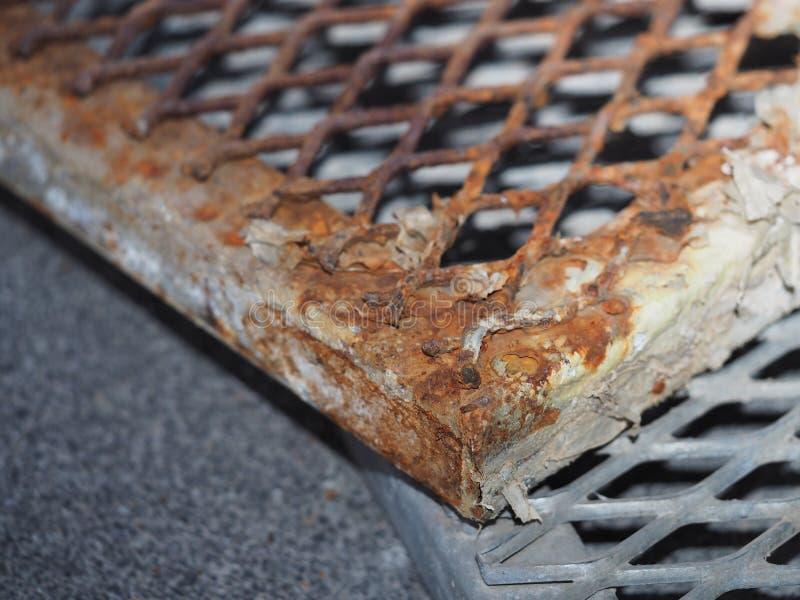 Grelha de aço oxidada do dreno fotos de stock royalty free
