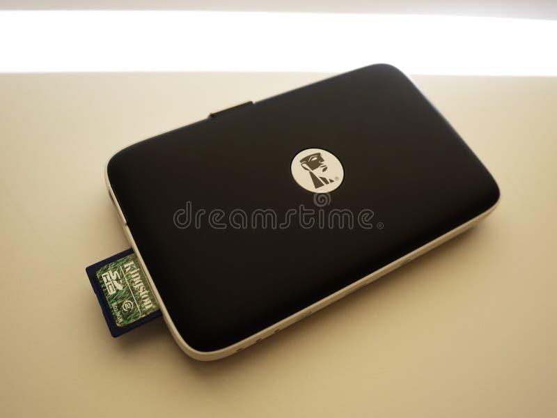 Greller Antrieb USBs, zum Ihrer Daten- und Multimediadateien zu speichern sonderkommandos stockbilder