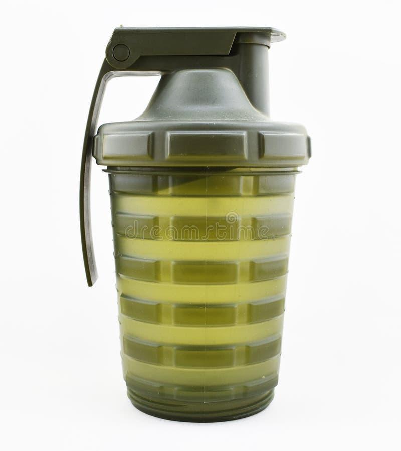 grenade en plastique, couleur verte, bouteille d'eau image libre de droits