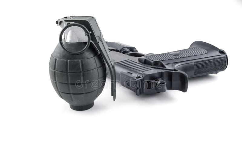Grenade et pistolet photographie stock libre de droits