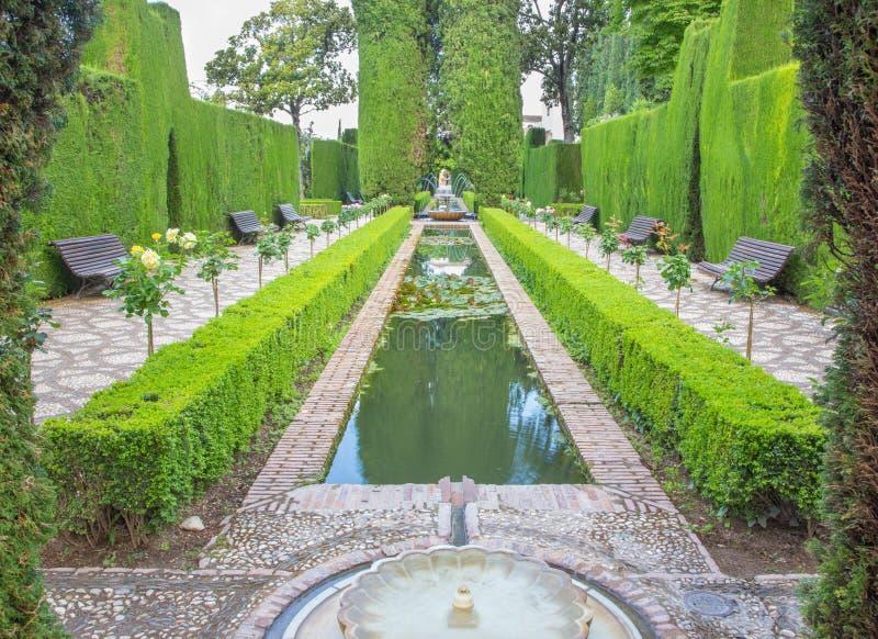Grenade - les jardins de Generalife du palais d'Alhambra image stock