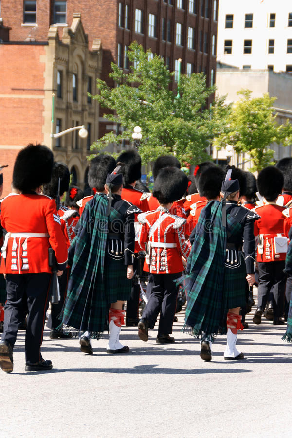 Grenadier canadien Guards sur le défilé à Ottawa, Canada photographie stock
