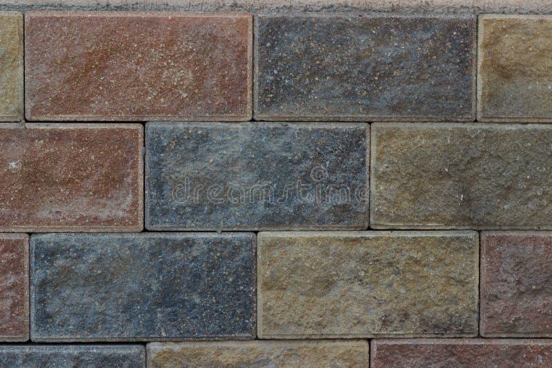 Grenier frontal de fond de briques multicolores de texture de mur en pierre photos libres de droits