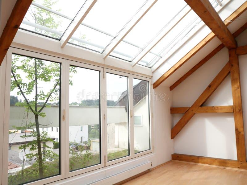 Grenier Windows et lumières de ciel image libre de droits