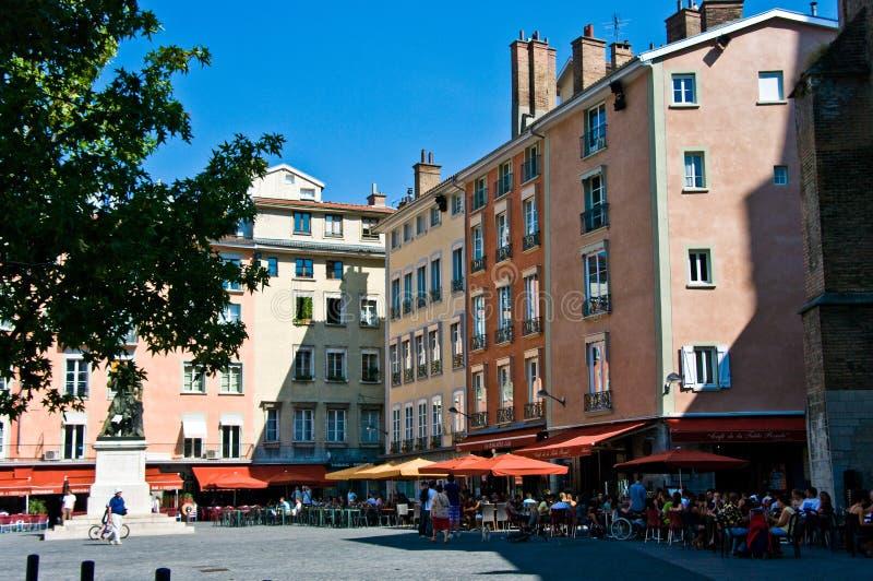 Grenoble hus med kaféer royaltyfria foton