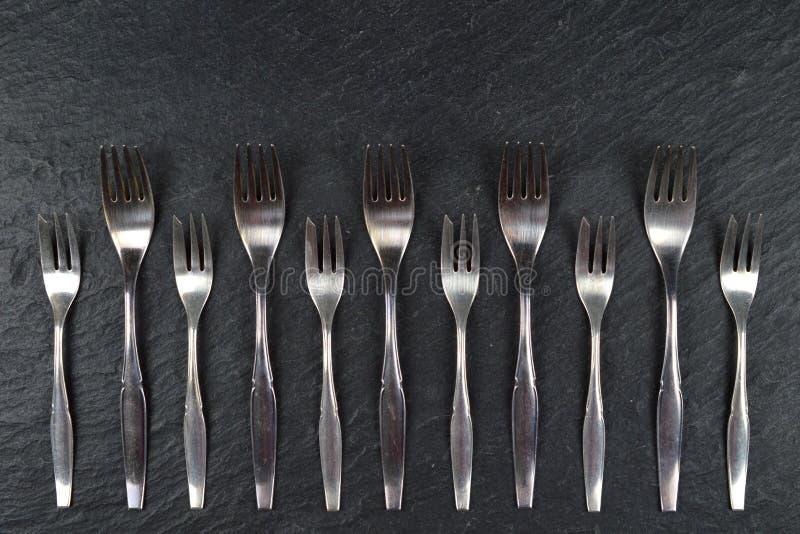 Grens van vorken op lei stock foto
