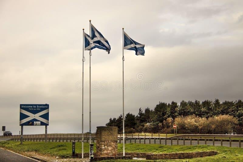 Grenze zwischen England und Schottland - Straße A1 stockfotos