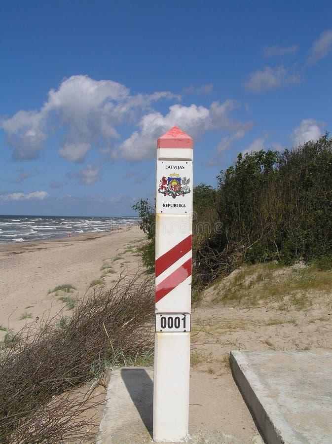 Grenzsäule von Lettland-Staat lizenzfreie stockfotografie