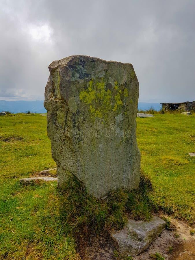 Grenzsteinstein auf Berg Larrun Abgrenzung zwischen der Grenze von Spanien und Frankreich in den Pyren?en stockfoto