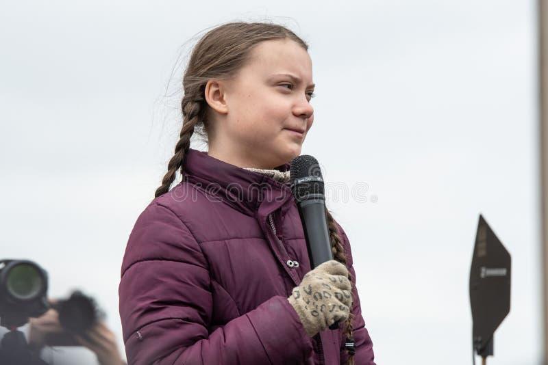 Greta Thunberg che parla al suo pubblico ad una dimostrazione a Berlino immagine stock