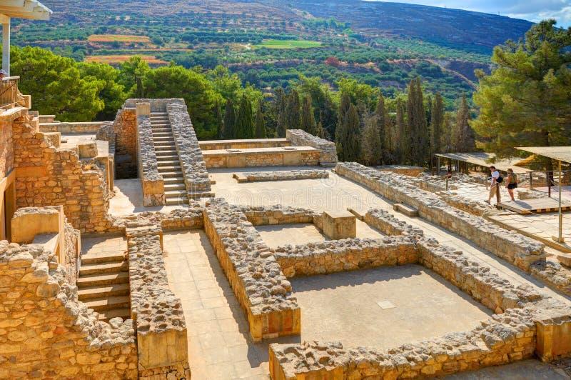 GRETE-Ö, GREKLAND, SEPTEMBER 12, 2012: Antik Knossos tempelslott på den Grekland ön Grete nära till Heraklion Slott av Minos Gree royaltyfri fotografi