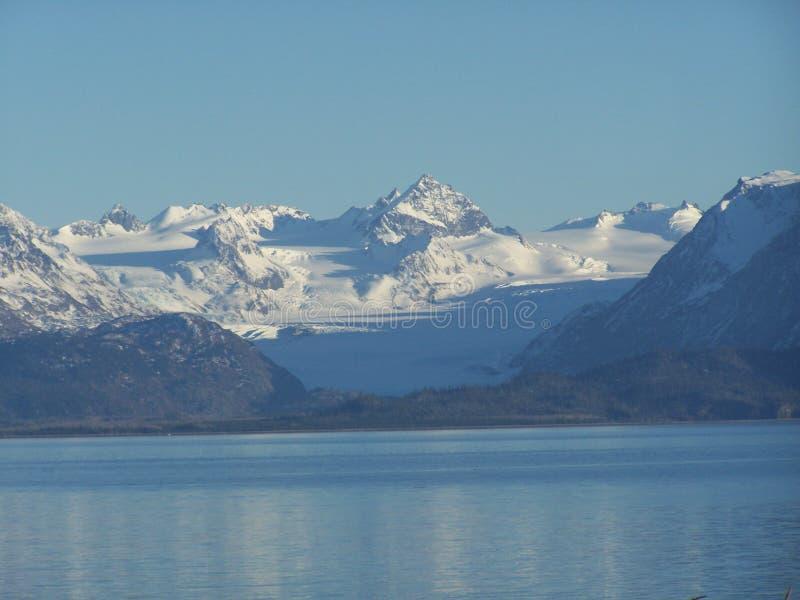 Grewingk glaciär i partisk skugga arkivbilder