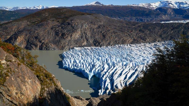 Grey Glacier Ice som sett från Paso John Gardner på den Torres del Paine vandringen i Patagonia/Chile arkivbild