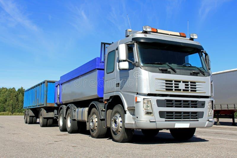 Grey Gravel Truck avec la remorque images libres de droits
