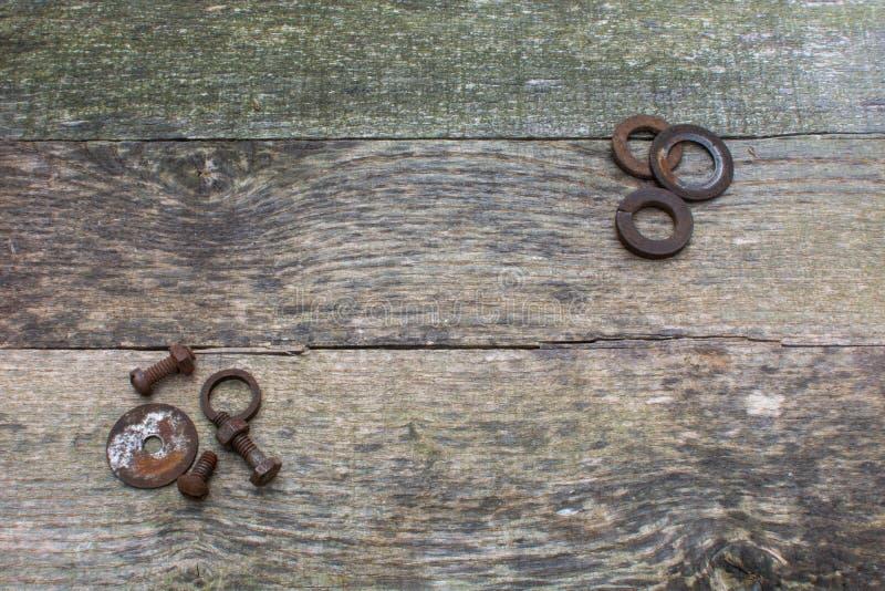 Grey Pallet Wood Planks com Rusty Steel Hardware In Corners imagem de stock royalty free