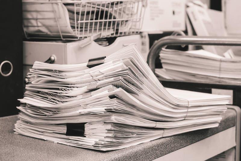 Grey Pile von Papieren stockfotografie