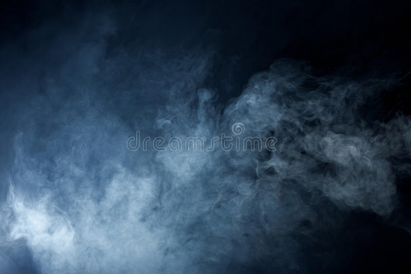 Grey Smoke bleu sur le fond noir photo libre de droits