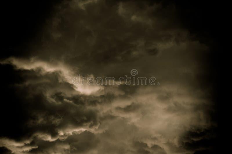 Grey Storm Clouds Filtered foncé photographie stock libre de droits