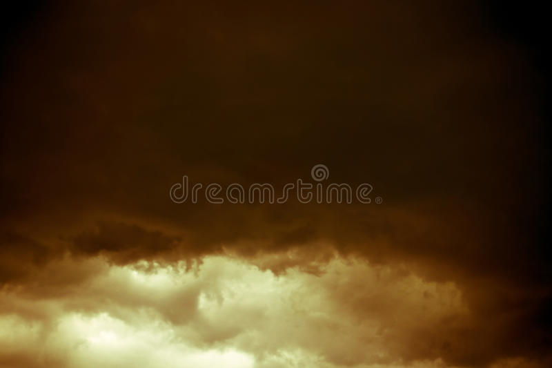 Grey Storm Clouds Filtered foncé photo libre de droits