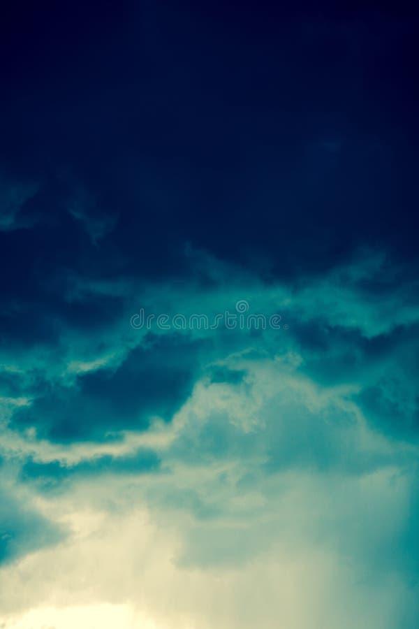 Grey Storm Clouds Filtered foncé images stock