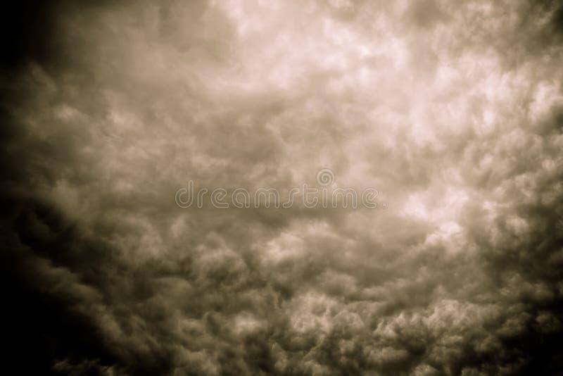 Grey Storm Clouds Filtered minaccioso fotografia stock libera da diritti