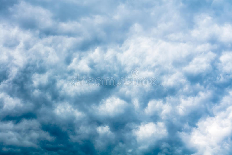 Grey Storm Clouds Filtered minaccioso fotografie stock