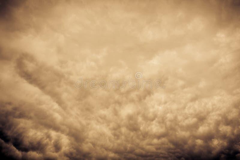 Grey Storm Clouds Filtered minaccioso immagine stock