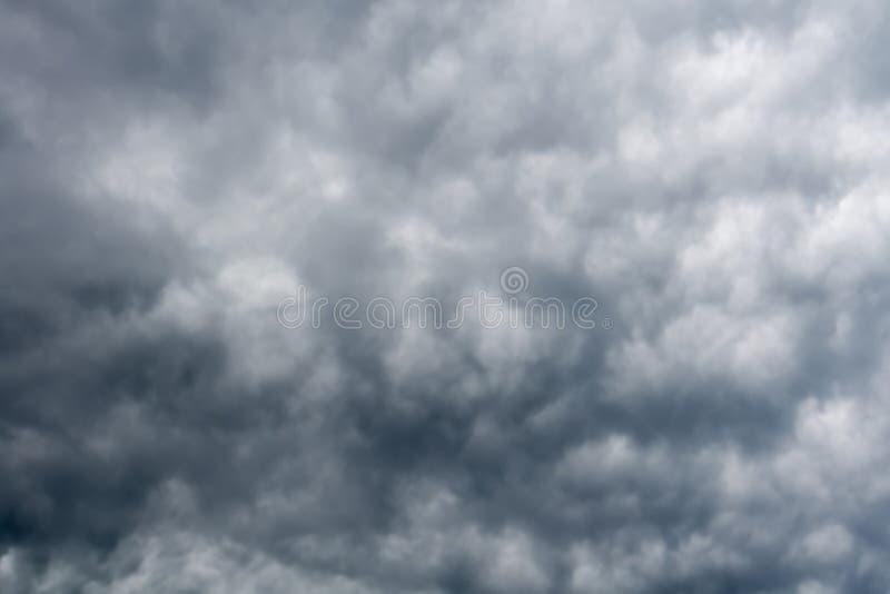 Grey Storm Clouds minaccioso immagine stock