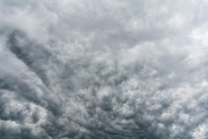 Grey Storm Clouds minaccioso immagini stock libere da diritti