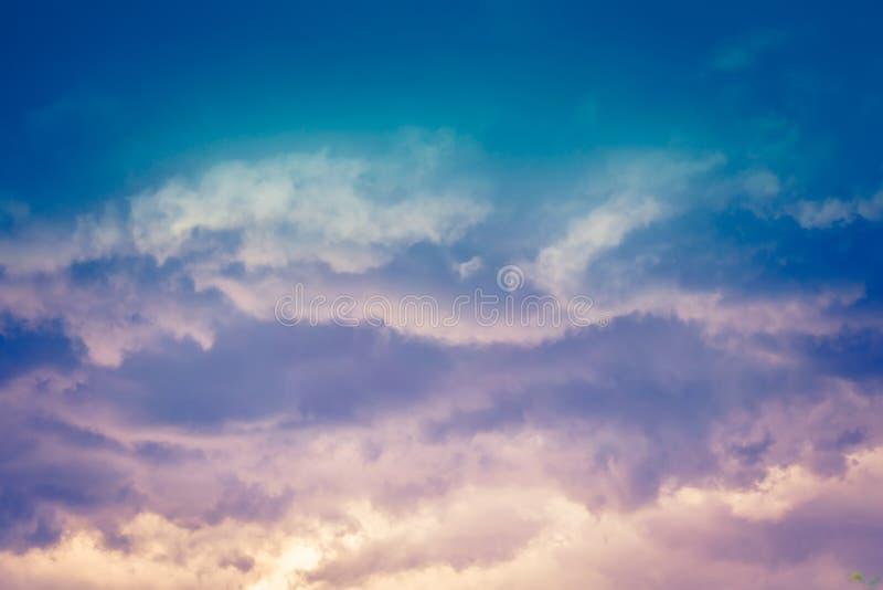 Grey Stormy Clouds Filtered scuro fotografia stock libera da diritti