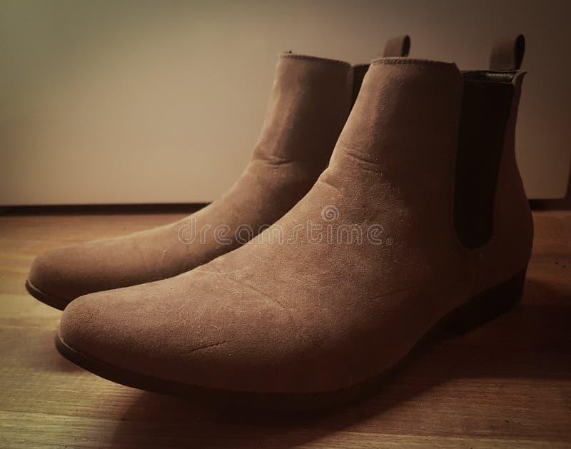 Grey Suede Chelsea Boots voor mensen stock afbeeldingen