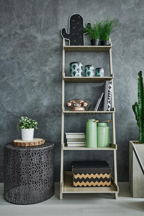 Free Grey Wall Stucco And Bookshelf Royalty Free Stock Images - 83550409