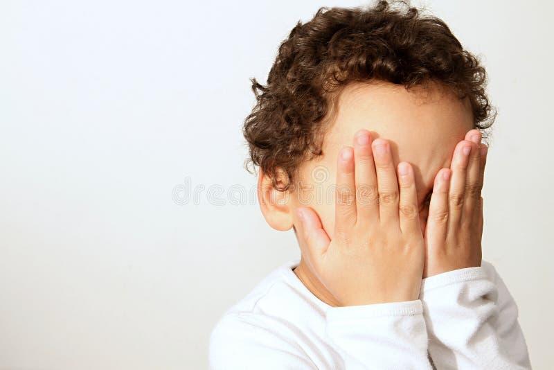 gridare del ragazzino fotografie stock libere da diritti