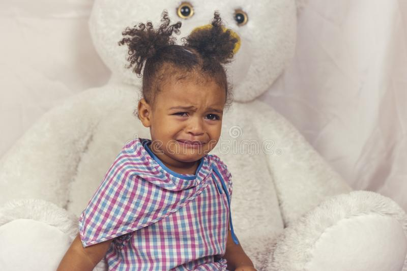 Gridare della bambina fotografia stock